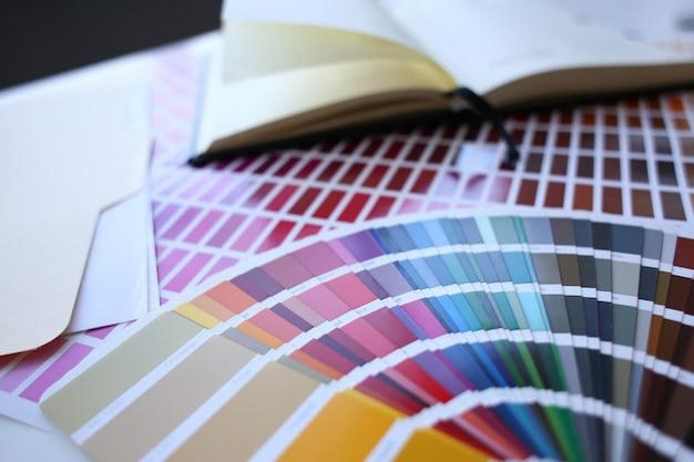 Stampa a colori dell'offset statistico pantone Foto Premium