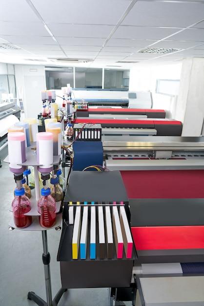 Stampante per carta da stampa industriale per tessuti Foto Premium