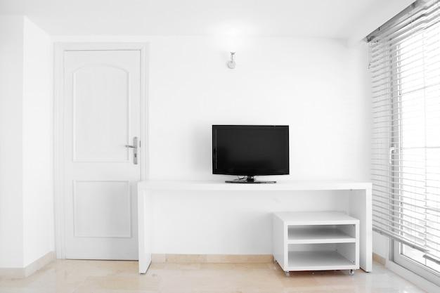 Stanza interna bianca moderna e pulita della casa Foto Premium