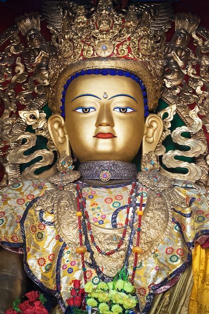 Statua di buddha a swayambhunath Foto Premium