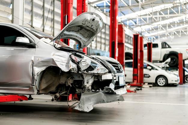 Stazione di riparazione auto con soft-focus e Foto Premium