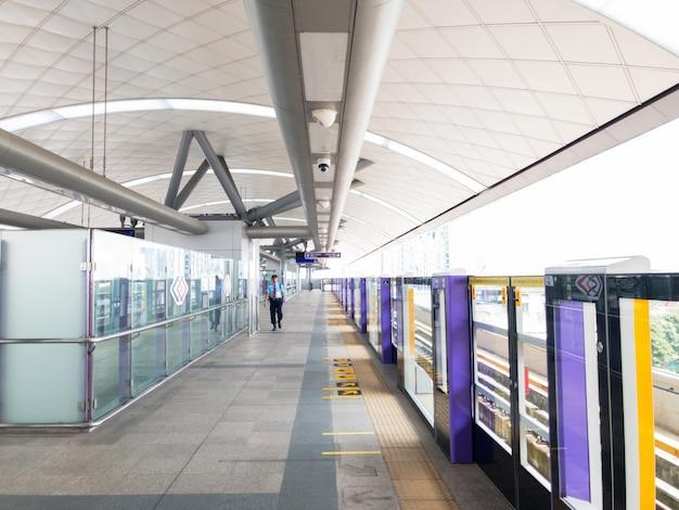 Stazione sky train. Foto Premium