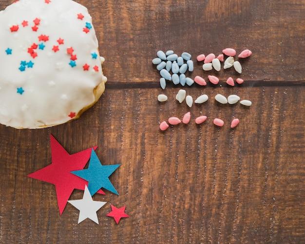 Stelle di torta e bandiera americana commestibile Foto Gratuite