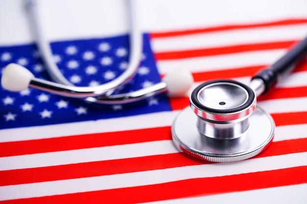 Stetoscopio con bandiera usa america. Foto Premium