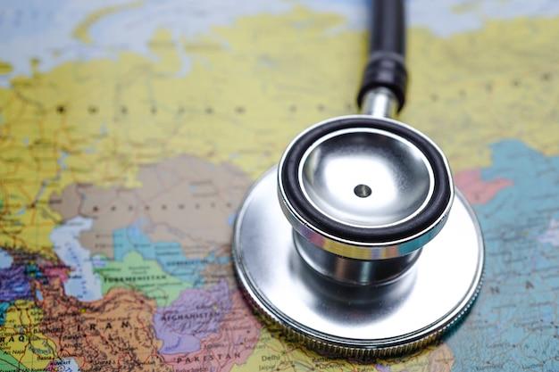 Stetoscopio con mappa del mondo Foto Premium