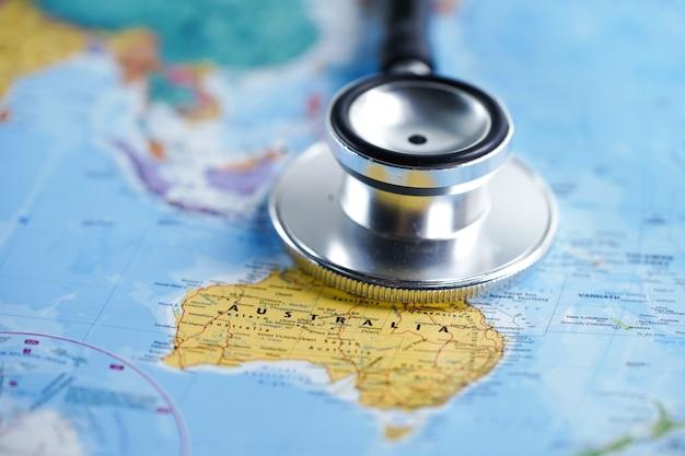 Stetoscopio con mappa del mondo. Foto Premium