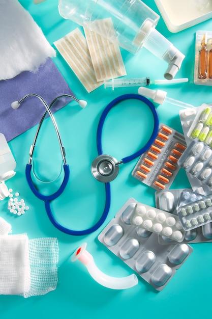 Stetoscopio farmaceutico della roba delle pillole mediche della bolla Foto Premium
