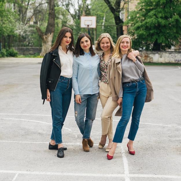 Stile di moda per ragazze Foto Premium