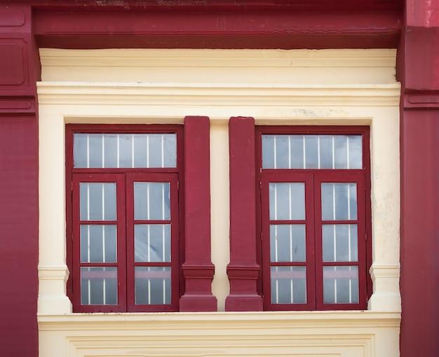 Stili di finestre belli e colorati. Foto Premium