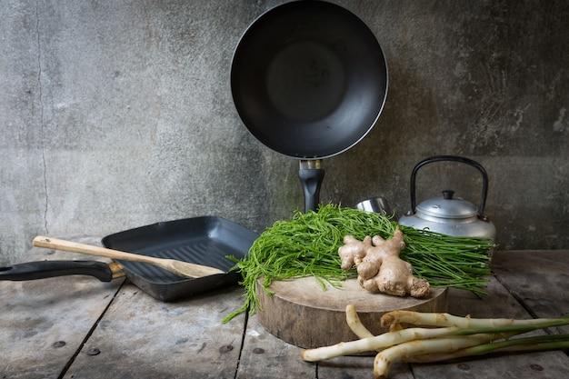 Still life: verdure fresche, padelle per cucinare | Scaricare foto ...