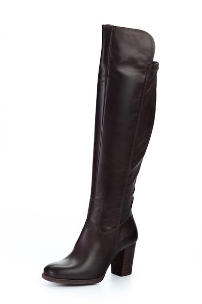 Stivali di cuoio del ginocchio alto della donna isolati su fondo bianco Foto Premium