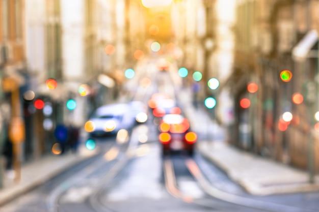 Strada nel vecchio quartiere della città, lisbona Foto Premium