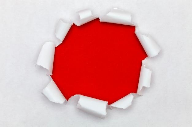 Strappato lo sfondo di carta aperta, lo spazio per il tuo messaggio su carta strappata Foto Premium