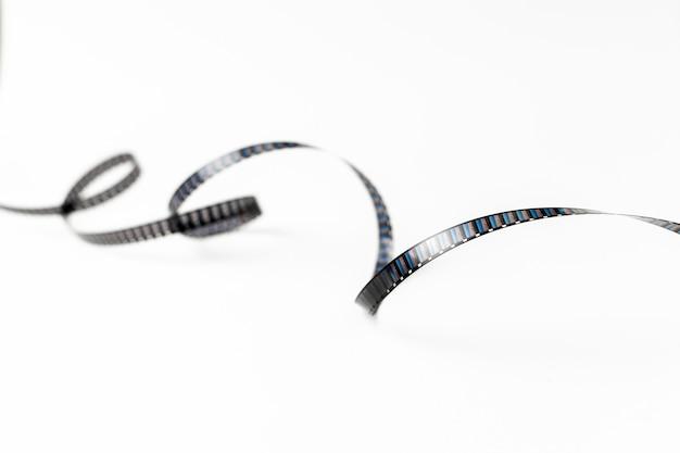 Strisce di pellicola di turbinio isolate su sfondo bianco Foto Gratuite
