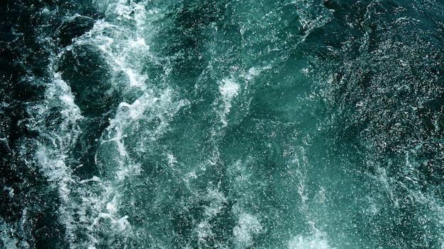 Struttura blu scuro astratta del fondo dell'acqua dell'onda della cascata Foto Premium