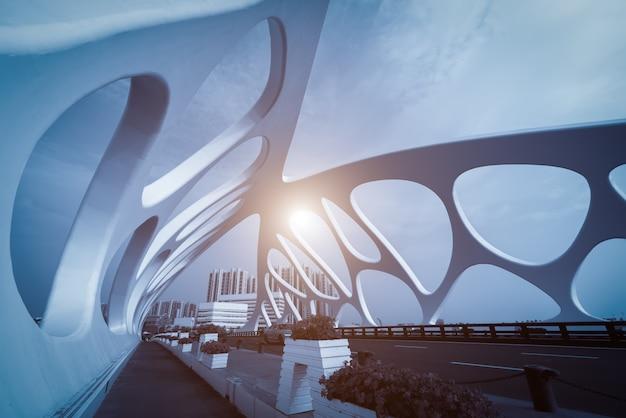 Struttura del ponte di architettura urbana moderna Foto Premium