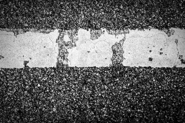 Struttura dell'asfalto con linea tratteggiata bianca Foto Premium