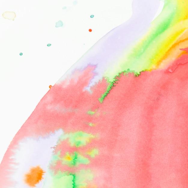 Struttura liquida dell'acquerello rosso su fondo bianco Foto Gratuite