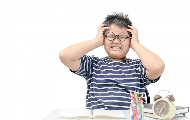 Studente grasso asiatico del ragazzo sollecitato dallo studio isolato Foto Premium