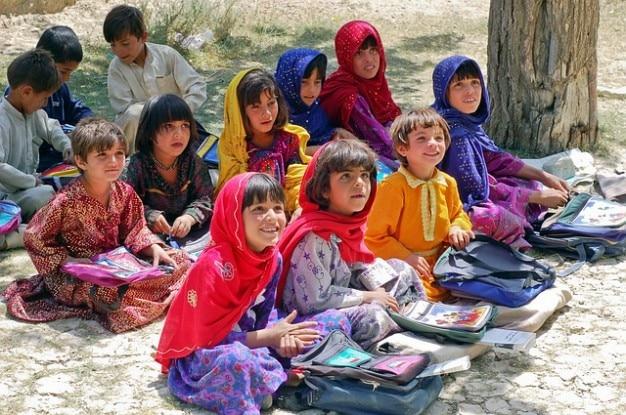 Studentessa imparare musulmani schulem afghanistan ragazza Foto Gratuite