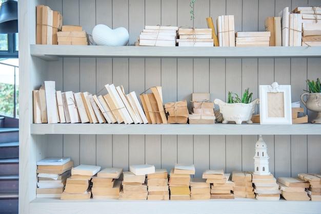 Studio di conoscenza di libri di bookshelf books Foto Gratuite