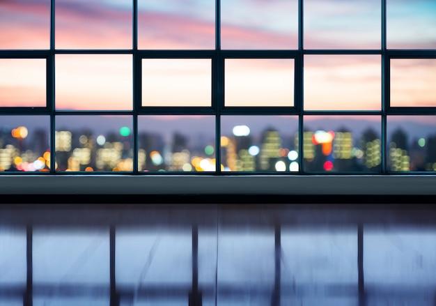 Studio vuoto con paesaggio urbano Foto Premium