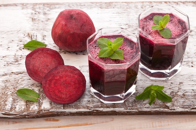 Succhi e verdure di barbabietola Foto Premium