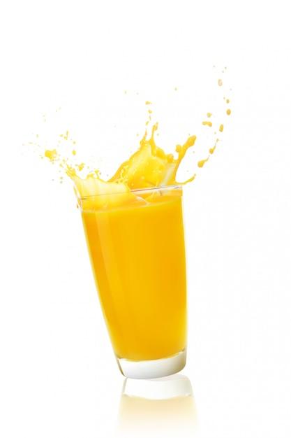 Succo d'arancia su fondo bianco Foto Premium