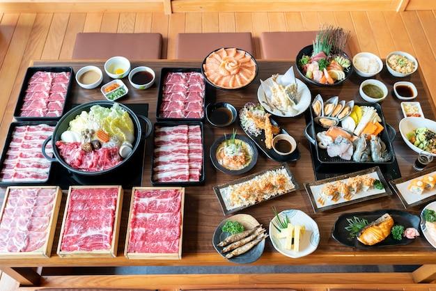 Sukiyaki giapponese e cibo Foto Premium