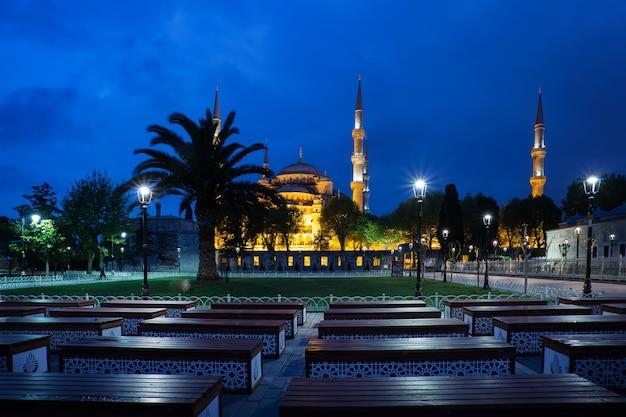 Sultan ahmed mosque o moschea blu di notte Foto Premium
