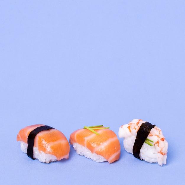 Sushi fresco copia-spazio Foto Gratuite