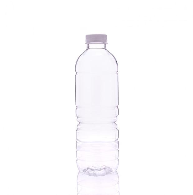 Svuotare la bottiglia di acqua potabile. Foto Premium