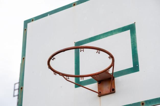 Tabellone basket in legno con telaio verde telaio Foto Premium