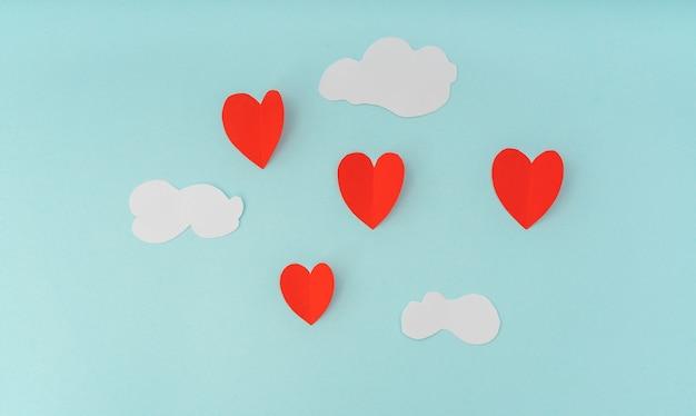 Taglio del documento di mongolfiere cuore per il giorno di - Colore del giorno di san valentino ...