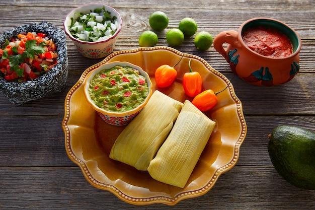 Tamales messicani di foglie di mais Foto Premium
