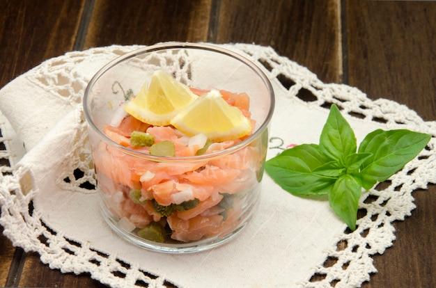 Tartare di salmone affumicato Foto Premium