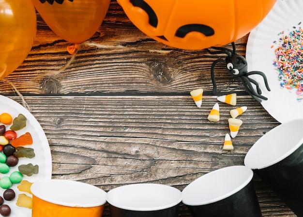 Tavola di halloween con palloncini e ragno Foto Gratuite