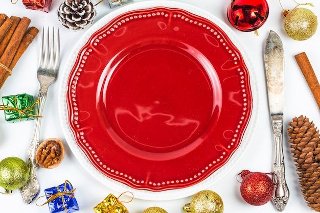 Tavola di natale con decorazioni natalizie scaricare foto gratis - Decorazioni tavola natale ...
