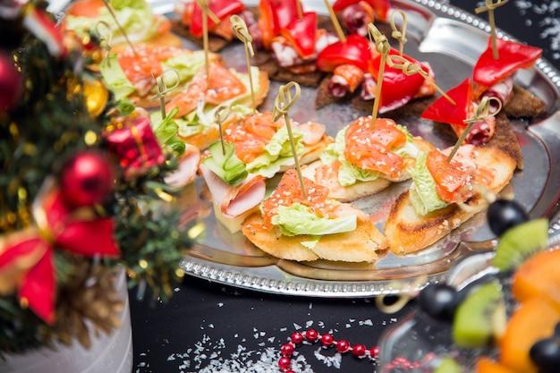 Tavolo da buffet con canape Foto Premium