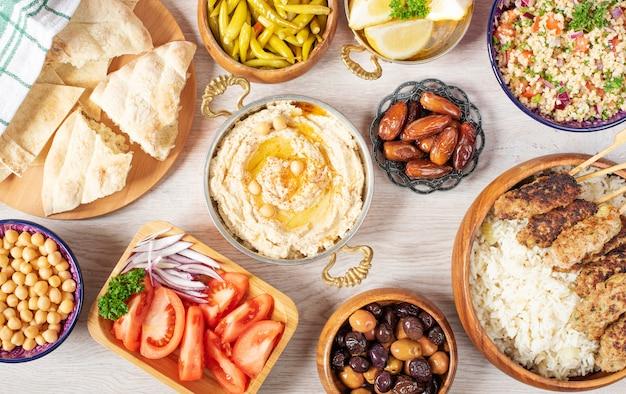 Tavolo da cucina araba Foto Premium