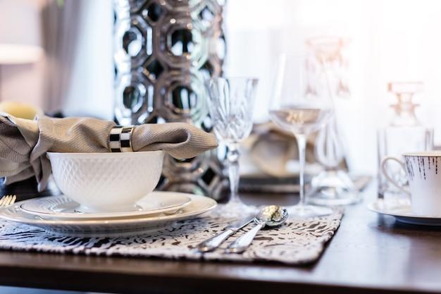 Tavoli Da Pranzo Di Lusso.Tavolo Da Pranzo Di Lusso Con Pranzo Set Di Piatti Cucchiaio