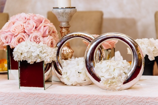 Tavolo da sposa lussuosamente decorato Foto Premium
