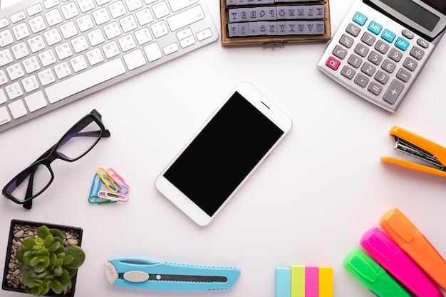 Tavolo Ufficio Bianco : Tavolo da ufficio bianco con accessori per la scuola con forniture
