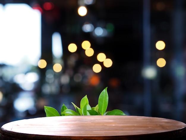 Tavolo di legno vuota sfocatura leggera caffetteria Foto Premium