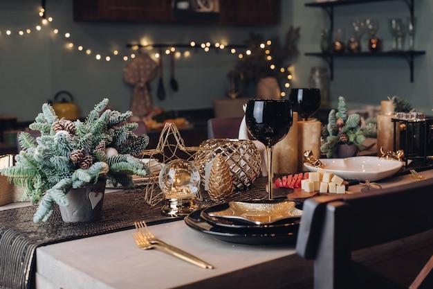 Tavolo festivo pronto per la festa di capodanno Foto Premium