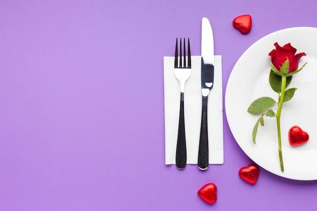 Tavolo romantico con vista dall'alto con copia-spazio Foto Gratuite
