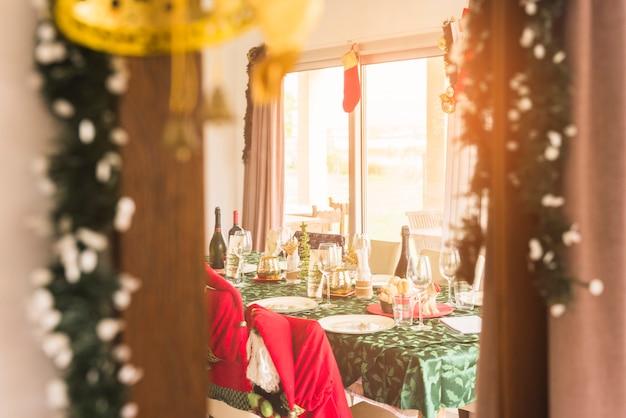 Tavolo servito per la cena di natale Foto Gratuite