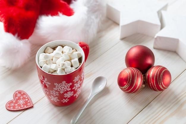 buona consistenza prezzo di strada ma non volgare Tazza bianca di cioccolata calda con marshmallow, cappello ...