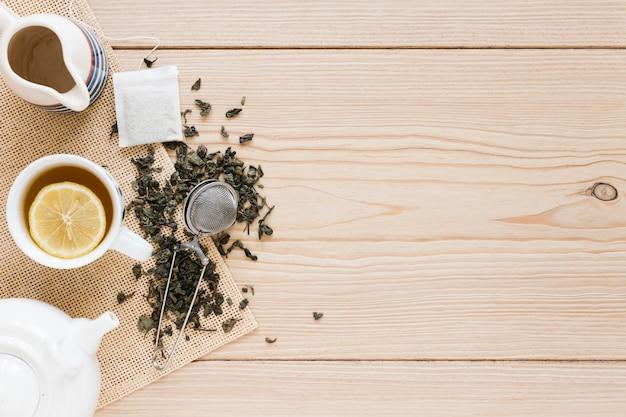 Tazza da tè con filtro e copia spazio Foto Gratuite