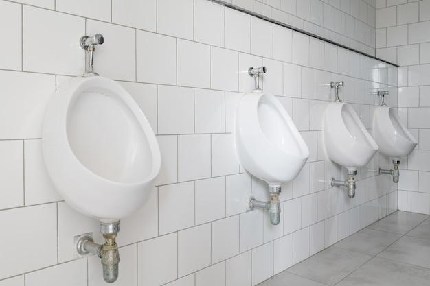 Tazza del gabinetto in un bagno moderno scaricare foto premium